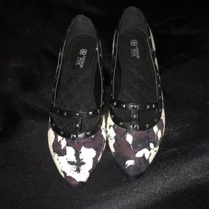 NWOT Avon Cushion Walk Dark Floral Flats